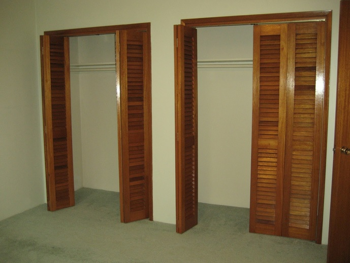 Louvered interior doors in master bedroom