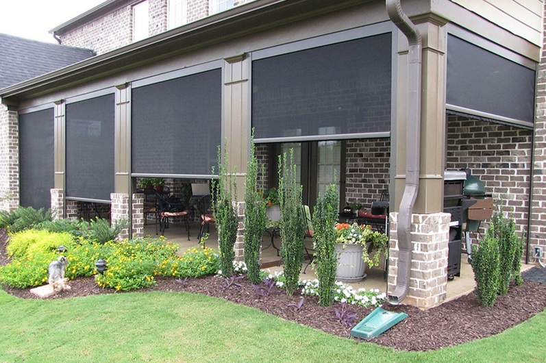 Retractable garage door screen for exterior backyard