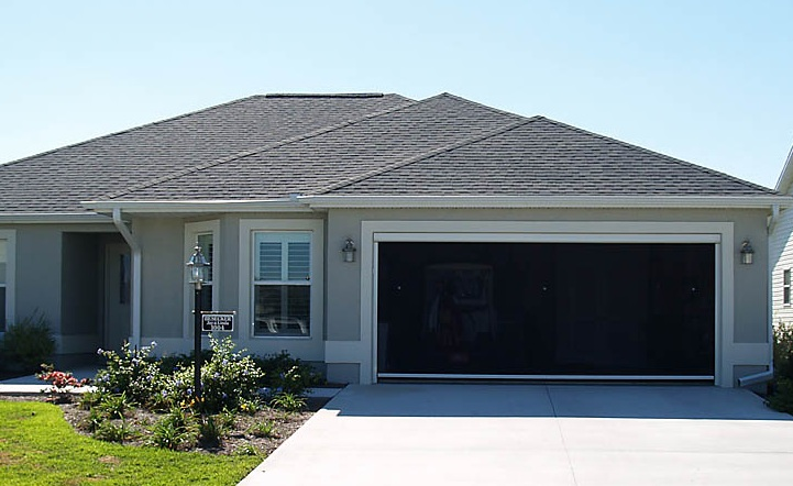 Retractable garage door screen for modern home