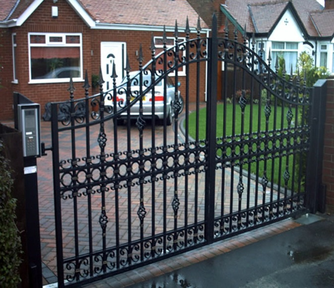 Metal main entrance gate design wih automatic opening